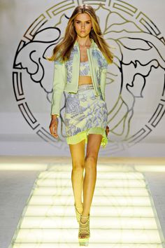 Review - Versace Spring 2012 - Versace - Collections - Vogue#/collection/runway/spring-2012-rtw/versace/1/#/collection/runway/spring-2012-rtw/versace/19