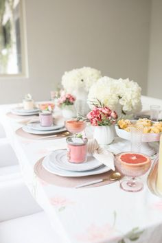 ultimate weekend brunch for your girlfriends. brunch tablescapes, party tablescapes, brunch ideas, entertaining tips Brunch Table, Brunch Party, Sunday Brunch, Brunch Food, Brunch Recipes, Brunch Ideas, Cream Cheese Ball, Lemon Cake Mixes, Easter Table Settings