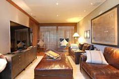 Precisa de ideias para renovar sua sala de estar? Confira uma galeria de fotos incrível! https://www.homify.com.br/livros_de_ideias/2760542/