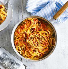 크림토마토소스링귀니 - 크림과 케이퍼를 넣어 만든 토마토소스로 맛을 낸 파스타로 육류가 들어가지 않아 베지테리언도 즐길 수 있다.
