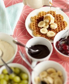 Vohvelit   Meillä kotona Chocolate Fondue, Waffles, Cereal, Deserts, Food And Drink, Cooking, Breakfast, House Cafe, Drinks