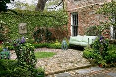 47 Beautiful French Courtyard Garden Design - Go DIY Home Brick Courtyard, French Courtyard, Small Courtyard Gardens, Small Courtyards, Back Gardens, Small Gardens, Outdoor Gardens, Modern Courtyard, Garden Modern