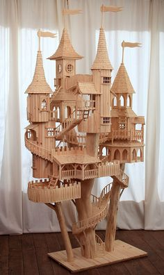 We were wowed by this unique wooden art sculpture by artist Rob Heard, which took several months to construct.