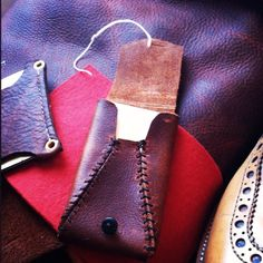 I have some old leather. Craft Gifts, Pocket, Rugs, Cards, Leather, Ideas, Kid Craft Gifts, Farmhouse Rugs, Maps
