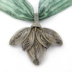 Lisa Claxton is a wonderful teacher and wire smith, based in Northern California. She teaches at Baubles & Beads among other places.