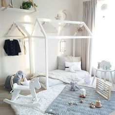How lovely is this kid's room! The gorgeous home of @tamraellis . Cam cam Cph baby quilt available online at @byistome . #kidsroom #kidsinterior #nordichome #nordicinspiration