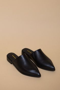 The Titan from Intentionally Blank is a pointy toed backless slipper. Ideal for an on the go lifestyle, pairs perfectly with most looks, and is incredibly comfortable. Leather upper and leather lining with extra padding on the footbed.   TITAN runs true to size, however, if you are a half size, please go up due to the toe shape. A hidden elastic slit has been added to the interior for ease and comfort in walking.  1 inch heel Made in the Far East Whole Sizes Only