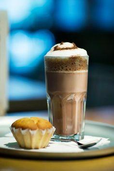 Hmmm... eine heisse Schokolade und ein leckeres Muffin und die Welt ist wieder gut.