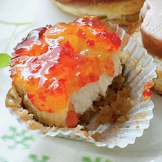 Pepper Jelly-Goat Cheese Cakes Microwave pepper jellies in a microwave-safe bowl at HIGH 20 to 25 seconds or until melted. Finger Food Appetizers, Holiday Appetizers, Finger Foods, Appetizer Recipes, Appetizer Party, Holiday Meals, Yummy Appetizers, Dessert Recipes, Goat Cheese Cake Recipe