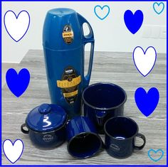 Para os apaixonadas pelo azul, esse lindo lindo Kit de café azul!!  Produtos:  Referência: 11622: Açucareiro 10: Dimensões: 11 x 12 x 0 [LAP] Referência: 11637: 2 Caneca 08 -  Dimensões: 8 x 8 x 0 [LAP] Referência: 11638: Caneca c/ Bico 12 - Dimensões: 13.5 x 10 x 0 [LAP] Referência: 12751: Garrafa Térmica MOR Eleganza Azul Mônaco 1L (cod. 25100703) - Dimensões: 11 x 33 x 14.5 [LAP]