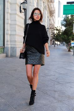 Styled black turtleneck sweater with quilted leather skirt Urban Outfits, Casual Outfits, Fashion Outfits, Fashion Trends, Style Fashion, Ootd Fashion, Prep Fashion, Knitwear Fashion, Emo Outfits