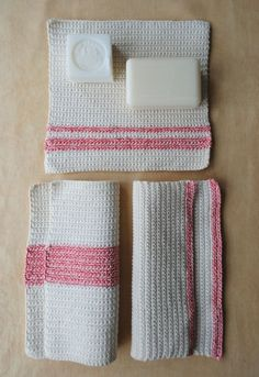 Not much is humbler than a washcloth. A small square of fabric drenched,  soaped and wrung, it may not be glamorous, but a washcloth is one of  the day's small pleasures. And when that washcloth is handmade, it is  also one of life's pleasures!  Moms are notably deserving of such things. And so with their special  day around the bend, I crocheted up this pretty set of Mother's Day  Washcloths. Blue Sky's 100% organic Skinny Cotton combines with Habu's very distinctive Natural Cover Cotton…