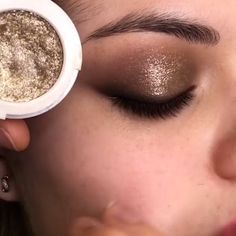 Glittery Brown Smokey Eye Makeup Look Tutorial - Make Up Smokey Eye Makeup Look, Smokey Eyes, Makeup Eye Looks, Eye Makeup Steps, Eyeshadow Makeup, Smoky Eye Easy, Smokey Eye For Brown Eyes, Makeup For Brown Eyes, Brown Eyes Eyeshadow