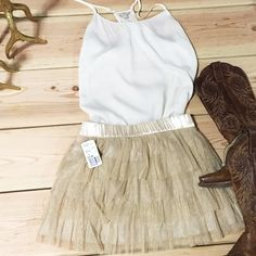 Forever 21 champagne gold tulle skirt Skirt can be dress down with a silk camisole and cowboy boots or dress up with a nude pair of pumps! ❤️ Forever 21 Skirts