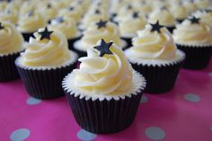 Black and White Cupcakes (2) by Magenta Cakes, via Flickr
