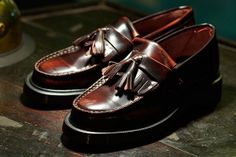 Dr Marten loafers w/tassles in rub-off leather. Source: Streething