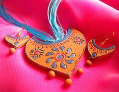 Depict the symbol of tradition and culture with this terracotta necklace designed for pooja or mantap.