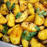 Crispy Italian Roasted Garlic Parmesan Potatoes are quite flavorful and easy to prepare! Learn here how to prepare them in the easiest way! Garlic Parmesan Potatoes, Roasted Potatoes, Roasted Garlic, Potato Recipes, Soup Recipes, Cooking Recipes, Healthy Recipes, Cake Recipes, Potato Casserole