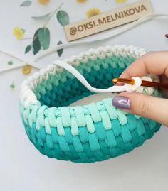 Crochet Crafts, Easy Crochet, Crochet Projects, Knit Crochet, Knitting Stitches, Knitting Patterns, Crochet Patterns, Crochet Basket Pattern, Crochet Baskets