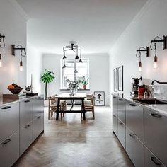 How amazing is the lighting. via @henriknero #scandinavian #interior #homedecor #simplicity #whiteliving