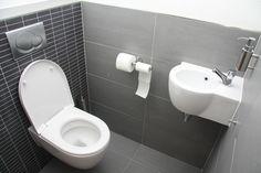 Comment désinfecter les toilettes sans eau de javel ? Pour entretenir sa maison naturellement et sans polluer, il existe une astuce efficace pour désinfecter les toilettes. Adieu les bactéries avec cette recette écologique !