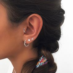 Eye Piercing, Pretty Ear Piercings, Piercing Tattoo, Jewelry Tattoo, Ear Jewelry, Cute Jewelry, Jewelry Accessories, Simple Earrings, Bling