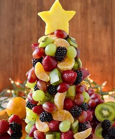 Fruit Christmas Tree (Video) - Healthy Christmas Dessert - Start a new holiday tradition with a beautiful and fresh Fruit Christmas Tree! Perfect for parties, a dessert table centerpiece, or a healthy treat for Santa. Fruit Christmas Tree, Christmas Party Food, Xmas Food, Christmas Breakfast, Christmas Appetizers, Christmas Cooking, Christmas Desserts, Christmas Treats, Office Christmas