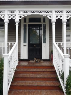 My Villa Life: Door love. Front Door Porch, Wood Front Doors, Front Door Entrance, Front Entrances, House Entrance, Patio Doors, Exterior Color Schemes, Exterior Paint Colors, Christmas Staircase