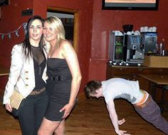 reverse pushups in the background? #wtf