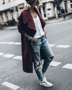 denim with rips, t-shirt, sneakers & coat - vans shoes, levi's, outfit