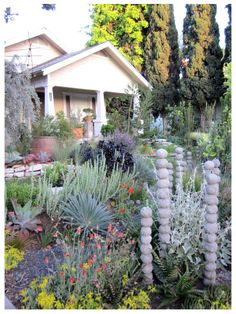 A happy byproduct of the garden tour was meeting fellow bloggers Dustin and Denise, both of Long Beach and both with encyclopedic recall of plant names **sigh**. Dustin, in his travels, had found t…