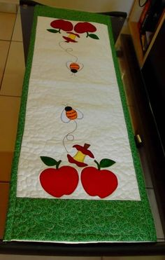 Trilho de mesa maçãs vermelhas