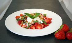 Erdbeer-Carpaccio – Very (iss)ima Caprese Salad, Bruschetta, Ethnic Recipes, Food, Strawberries, Fresh, Food Food, Simple, Recipies