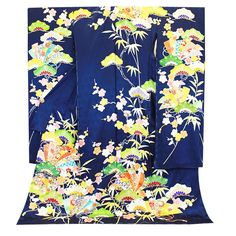 hulisode: long sleeved formal kimono, single women only Geisha, Japanese Kimono, Japanese Fashion, Modern Kimono, Kimono Design, Yukata, Single Women, Traditional Dresses, Style Inspiration
