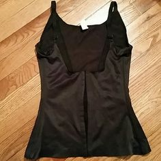 Shape wear Shirt shape wear that covers ur back but leaves the beast out. Workd great!! ?? Intimates & Sleepwear Shapewear