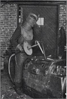 Vintage welding,just imagine welding with that beast..f*ck that gap..lol