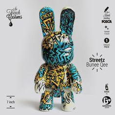 """Art Toy Posca Custom DIY Bunnee Qee 7"""" Streetz de Toy2R - Pièce Unique Peinte à la Main par le Designer Vinyl Toy Français Cpassek Gangtoyz"""