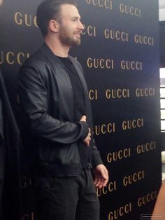 Chris Evans visiting new Gucci store in Shangai 2015 Robert Evans, Luke Evans, Chris Captain America, Man Thing Marvel, Marvel Man, Captain Rogers, Christopher Evans, Marvel Actors, Comedy Films