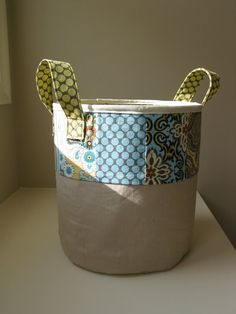 "Free tutorial for a ""bagsket"" which is a cross between a bag and a bucket shape!"