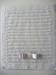 Materiales :   4 ovillos de lana (tipo bebé). se tricota con los cuatro hilos a un tiempo.  Ag, nº 6-7  75 cm, de lazo.   Puntos emplead... Knitting For Kids, Baby Knitting, Crochet Baby, Knit Crochet, Knitted Baby Blankets, Baby Girl Blankets, Crochet Blanket Patterns, Knitting Patterns, Tricot Baby