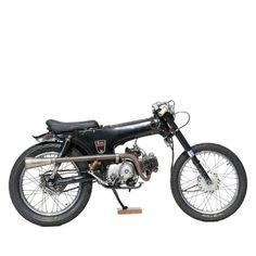 Honda Dax by Deus Ex Machina Vintage Motorcycles, Custom Motorcycles, Custom Bikes, Cars And Motorcycles, Custom Moped, Custom Choppers, Triumph Motorcycles, Bike Style, Motorcycle Style