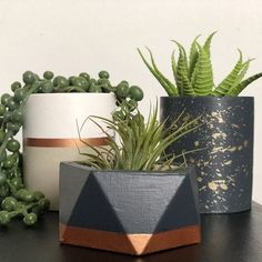 KAÇIRMAYIN DİYE DEV KAMPANYA YAPTIK! Seç, Beğen, Yorumunu Yap! Özel Fiyat DM yoluyla gelsin. Concrete Planters, Planter Pots, Triangles, Cactus Pot, Pencil Cup, Handmade Items, Handmade Gifts, Geometric Shapes, Modern Decor