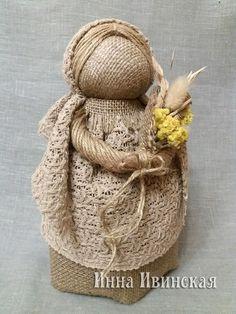Инна Ивинская Burlap Crafts, Diy Crafts, Crochet Dolls, Crochet Hats, Burlap Lace, Hessian, Preschool Art, Sewing Toys, Mason Jar Diy