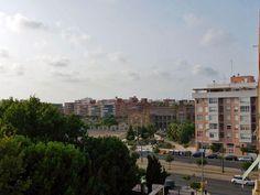 Vistas desde el balcón exterior, hacia la Avenida dels Tarongers y el Tranvía.