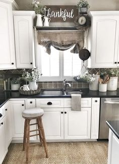 Country Kitchen Decor Ideas - Country Kitchen Decor Ideas, Farmhouse Kitchen Ideas & Pictures Of Country Farmhouse Kitchen Sink Window, Farmhouse Sink Kitchen, Modern Farmhouse Kitchens, Home Decor Kitchen, Home Kitchens, Kitchen Reno, Soapstone Kitchen, Kitchen Windows, Kitchen Countertops
