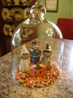 31 Spooky DIY Indoor Halloween Decoration Ideas For 2019 Apothecary Jars - Real Time - Diet, Exercise, Fitness, Finance You for Healthy articles ideas Halloween Cloche, Spooky Halloween, Holidays Halloween, Vintage Halloween, Halloween Crafts, Happy Halloween, Beistle Halloween, Halloween Scene, Halloween Party
