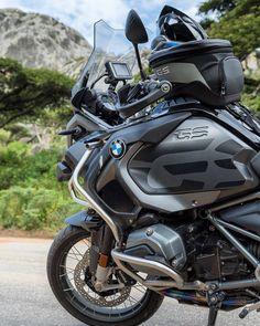 "2,530 mentions J'aime, 13 commentaires - BMW GS (@bmwgsfans) sur Instagram : ""BMW R1200GSA #tripleblack . . : @karoobiking #makelifearide #bmw #r1200gs #tour #bmwgram…"" Bmw Motorbikes, Bmw Motorcycles, Gs 1200 Bmw, 1200 Gs Adventure, Adventure Trips, Bike Bmw, Biker Gear, Bmw S1000rr, Touring Bike"