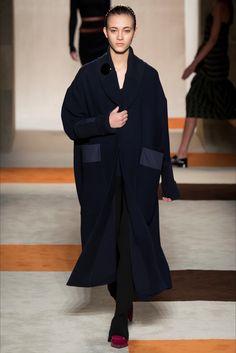 Guarda le foto di passerella e dei backstage di Greta Varlese su Vogue.it.