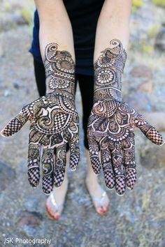 Mehndi Artists http://maharaniweddings.com/gallery/photo/21118
