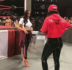 Brie Bella Wwe, Nikki And Brie Bella, Wwe Divas Paige, Paige Wwe, Bella Sisters, The Bella Twins, Female Wrestlers, Wwe Wrestlers, Wwe Sasha Banks